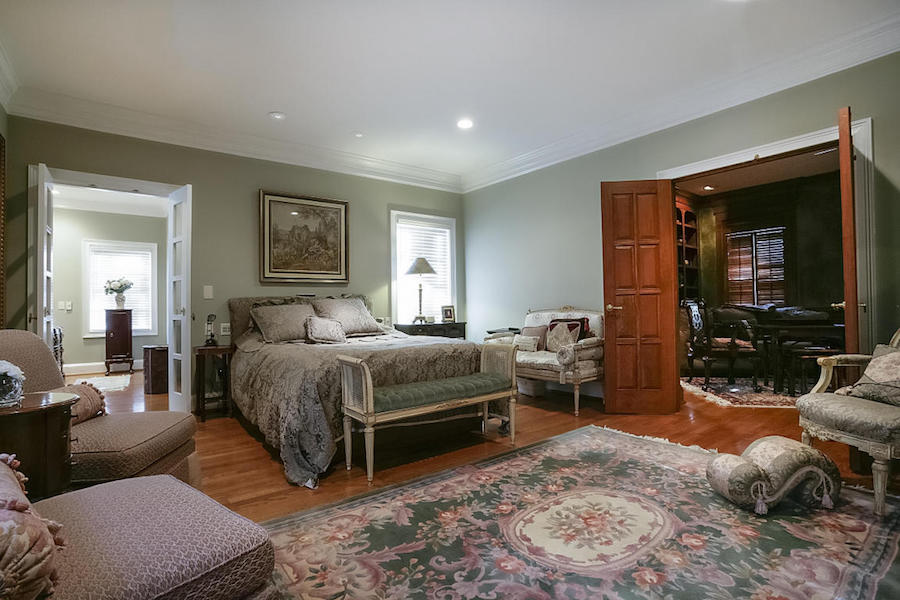 first-floor master in 1 Woodhill Drive home