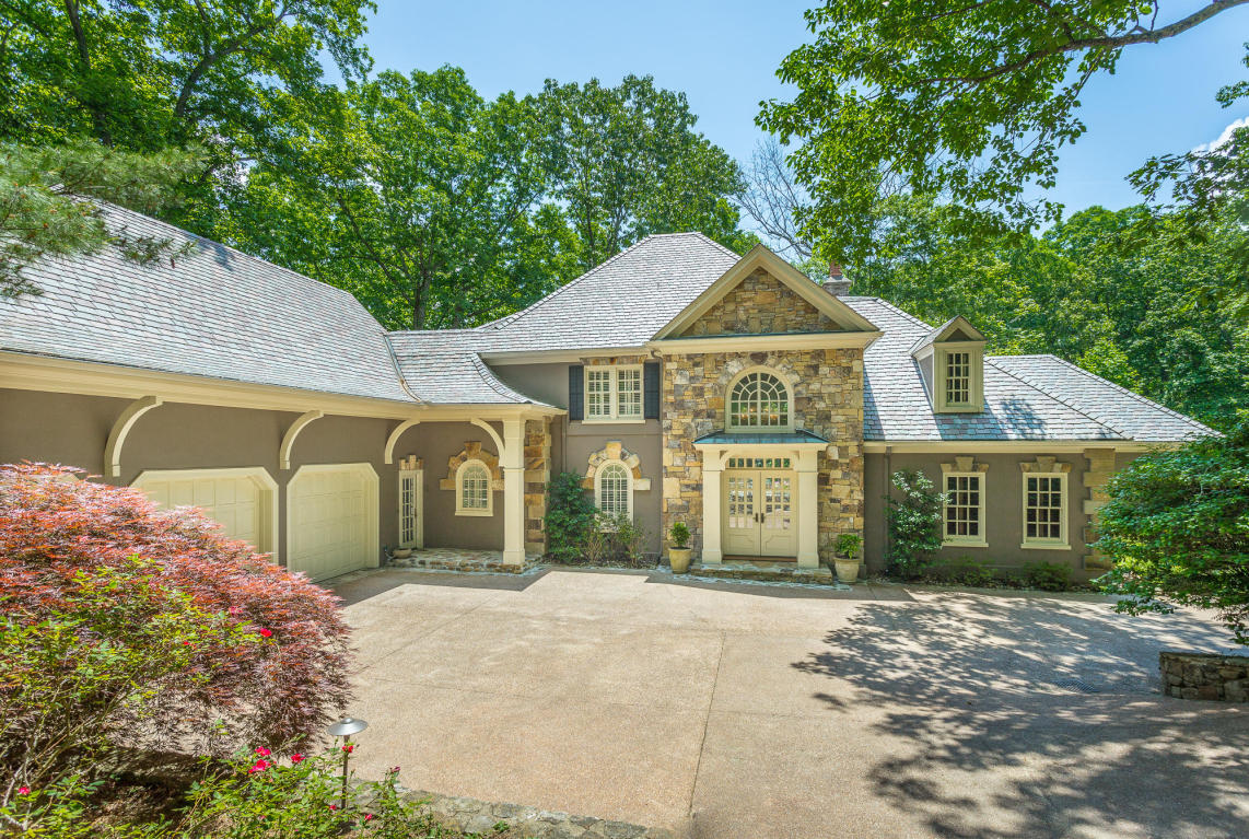 woodhill drive home for sale in lookout mountain.
